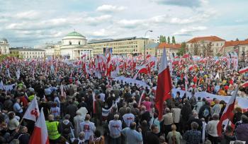 Na zhromaždení vo Varšave sa zúčastnilo viac ako 100.000 ľudí