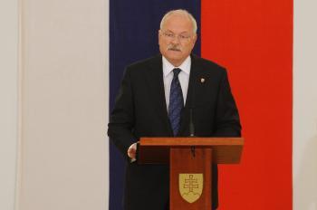 Podľa slovenského prezidenta ústavu netreba obhajovať, lebo sa obhajuje sama