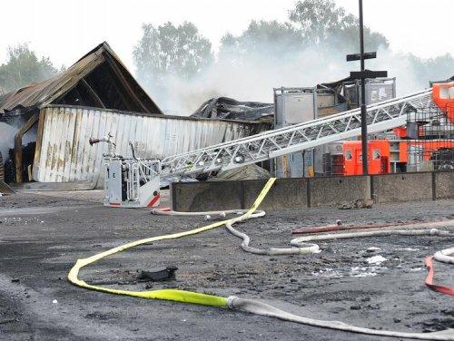 Podľa svedkov z požiariska šľahali až 50-metrové plamene