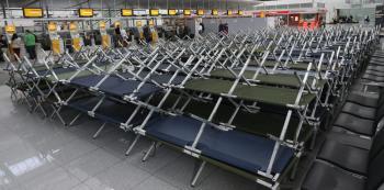 Pripravené postele pre cestujúcich, ktorých lety boli zrušené