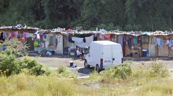 Rómska osada pri diaľnici vo Francúzsku