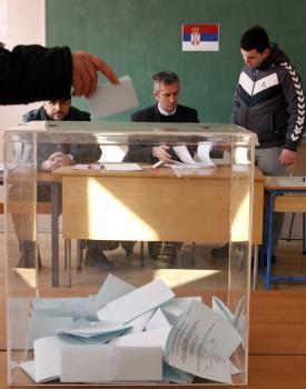 Sever Kosova zorgainozoval vlastné referendum, v ktorom obyvatelia odmietli albánsku Republiku Kosovo