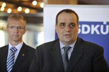 Tlačová konferencia predsedu SDKÚ-DS Pavla Freša (vpravo) a podpredsedu strany Ivana Štefanca