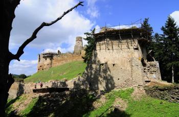 V čase stavovských povstaní hrad napadlo cisárske vojsko a v roku 1684 zbúralo