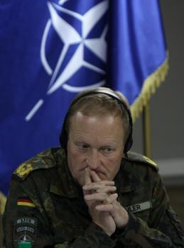 Veliteľ NATO v Kosove, generál Erhard Buhler, referuje o problémoch na severe Kosova, ktoré fakticky ovládajú Srbi