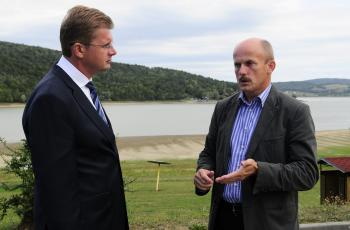 Minister životného prostredia SR Peter Žiga (vľavo) a technickoprevádzkový námestník SVP Marián Miščík