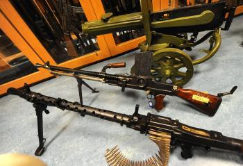 Ľudia neodovzdávali len ľahké ručné zbrane, ale aj veľké guľomety