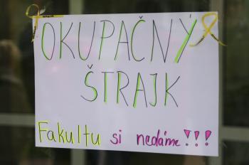 Študenti Fakulty priemyselných technológií  (FPT) v Púchove sa 12. októbra 2012 zablokovali v priestoroch fakulty