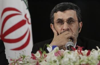 Iránsky prezident Mahmúd Ahmadinedžád mal pdľa domácich kritikov viac vážiť slová v OSN