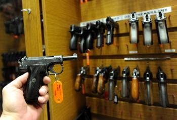 Najunikátnejšou pištoľou je Webbley Scott kalibru 7,65 milimetra, ktorých bolo v prvej sérii na začiatku 20. storočia vyrobených len 25 kusov