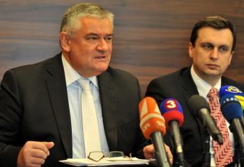 Odovzdá Slota moc v SNS Andrejovi Dankovi (vpravo)?
