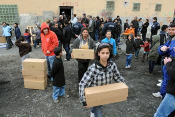 Potravinová pomoc na sídlisku Luník IX v Košiciach