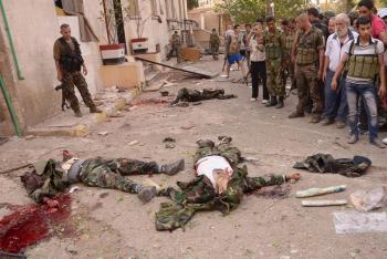 Výsledok útoku troch samovražedných atentátnikov v Allepe