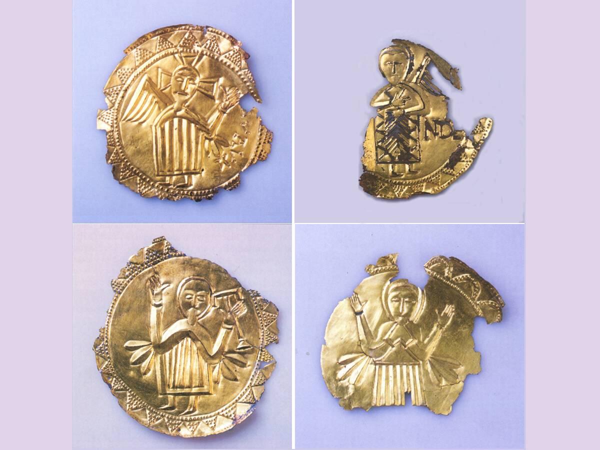 V Bojnej sa našli aj také unikátne názlezy, ako sú tieto pozlátené plakety, údajne z prenosného oltáru.