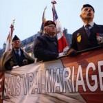 Na plagáte vojnových veteránoch môžeme čítať: Bez skutočného manželstva, niet viac, niet viac národa