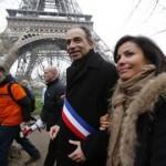 Predseda opozičného Zväzu za ľudové hnutie (UMP) Jean-Francois Copé a manželka Nadia na masovom proteste v Paríži proti plánovanému povoleniu homosexuálnych manželstiev a adopcií
