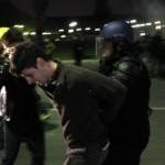 Parlament bol počas prijímania zákona obkľúčený ťažkoodencami. Polícia proti demonštrantom používal tvrdé prostriedky vrátane slzného plynu a zatýkania