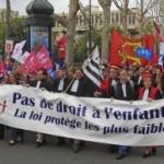 Odpor Francúzov voči homomanželstvám vyjadroval viac než miliónový dav v uliciach
