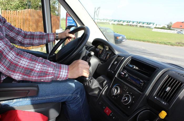 Peugeot Boxer interiér s vodičom