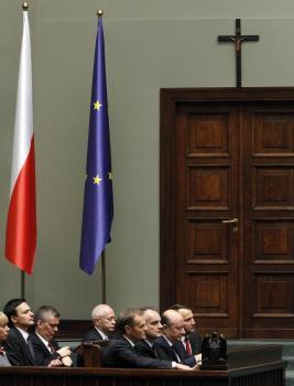 Kríž v rokovacej sále poľského parlamentu