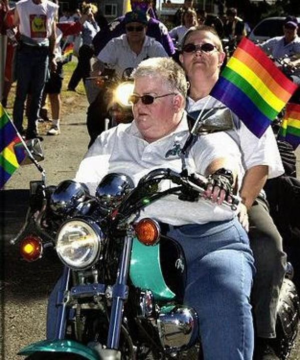 """""""Dykes on bikes"""" - lesbičky na motorkách pochodujúce na Gay Pride"""