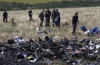 Tím austrálskych expertov prehľadáva miesto havárie a trosky lietadla Boeing 777