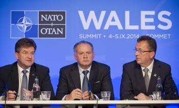 Na snímke zľava minister zahraničných vecí a európskych záležitostí Miroslav Lajčák, prezident SR Andrej Kiska a minister obrany Martin Glváč