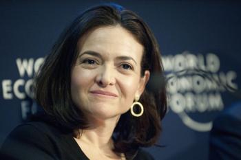 Na snímke prevádzková riaditeľka sociálnej siete Facebook Sheryl Sandbergová