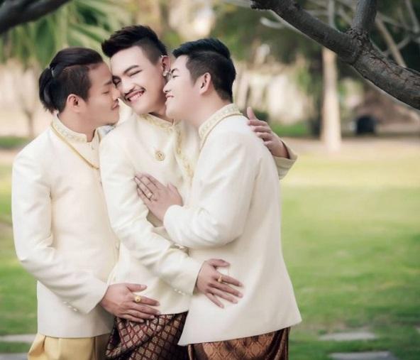 Traja gayovia, ktorí sa zosobášili. Z ľava Joke, Bell a Art