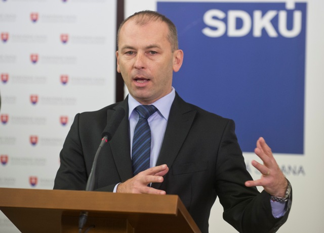 Na snímke poslanec NR SR za stranu SDKÚ-DS Ľudovít Kaník