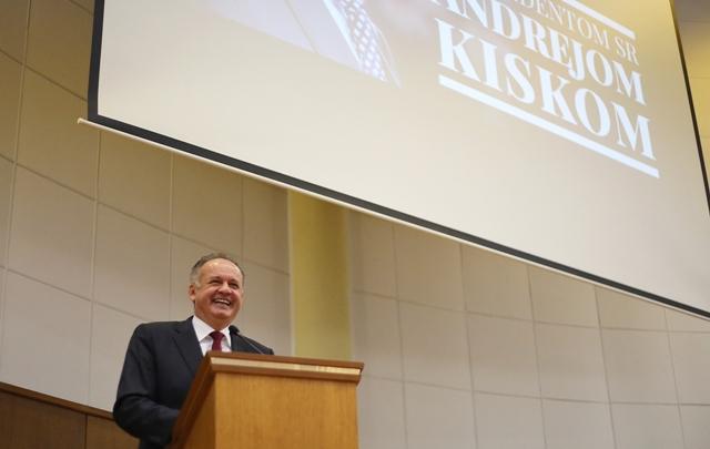 Na snímke prezident SR Andrej Kiska počas prednášky