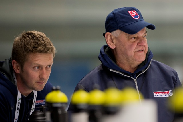 Na snímke tréner Vladimír Vůjtek (vpravo) a kondičný tréner Roman Švantner