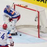 Na snímke ruský brankár Sergej Bobrovskij inkasuje úvodný gól z hokejky kapitána Slovenska Tomáša Kopeckého (nie je na snímke)