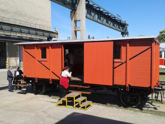 Na snímke exteriér zrekonštruovaného vagónu