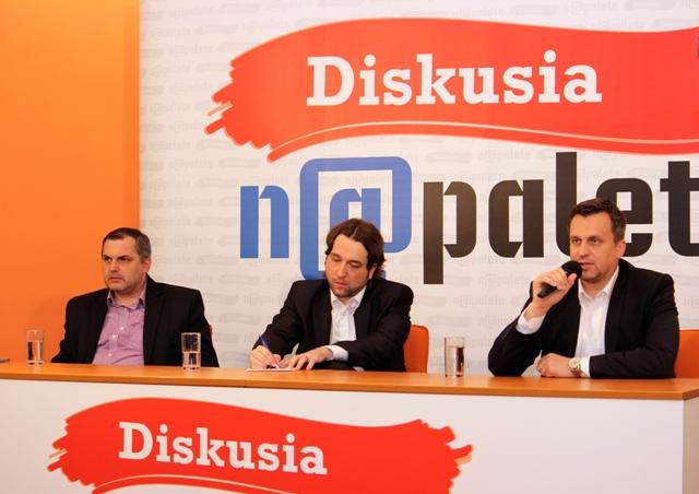 Hostia premiérového vydania Diskusie Na palete Roman Michelko, Ľuboš Blaha a Andrej Danko