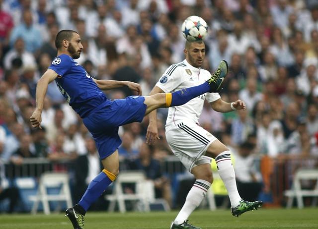 Na snímke útočník Realu Karim Benzema (vpravo) a hráč Juventusu Alvaro Morata (vľavo)