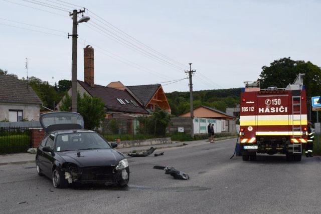 Na snímke dopravná nehoda v obci Ratnovce