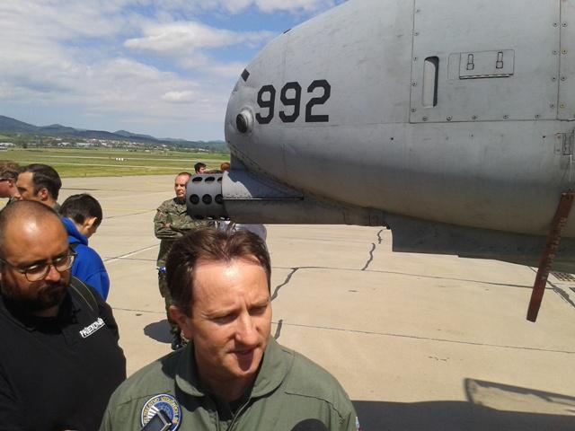 Na snímke vpravo veliteľ Vzdušných síl Ozbrojených síl SR brigádny generál Miroslav Korba