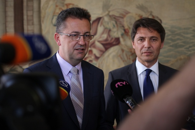 Na snímke zľava minister obrany SR Martin Glváč a primátor Bratislavy Ivo Nesrovnal
