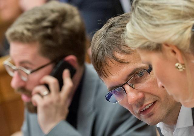 Na snímke poslanci NR SR zľava Martin Poliačik, Ľubomír Galko a Jana Kiššová (všetci SaS)