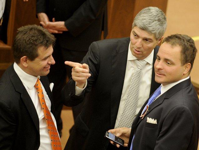 Na snímke poslanci NR SR zľava Lászlo Sólyomos, Béla Bugár a Juraj Droba