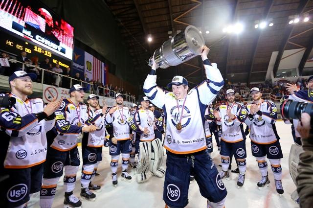 Na snímke Michal Šeda s trofejou