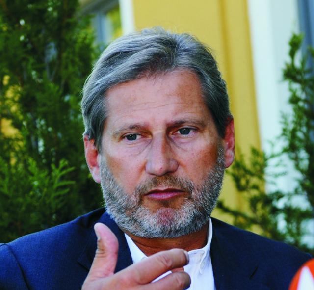 Na snímke eurokomisár pre regionálnu politiku Johannes Hahn