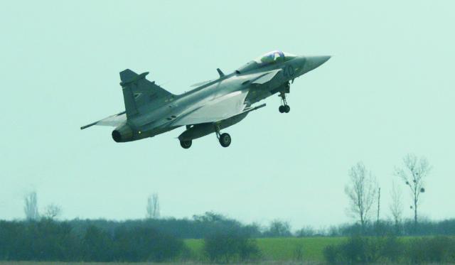 Na snímke vojenské lietadlo JAS 39 Gripen