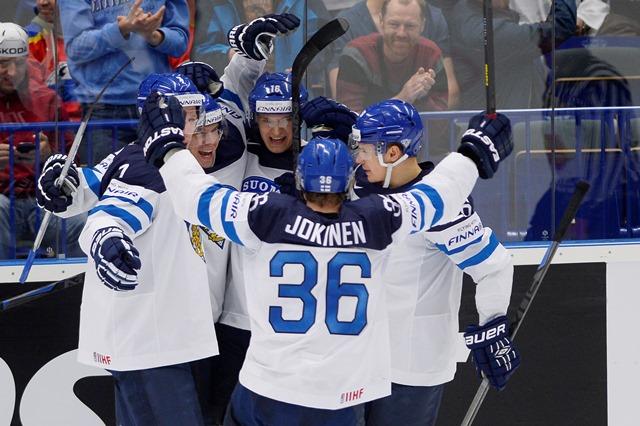 Na snímke radosť hráčov Fínska počas zápasu základnej B-skupiny Fínsko - Bielorusko