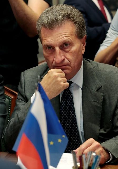 Na snímke Günther Oettinger