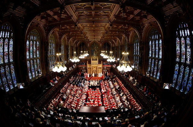 Na snímke ustanovujúce zasadanie britského parlamentu