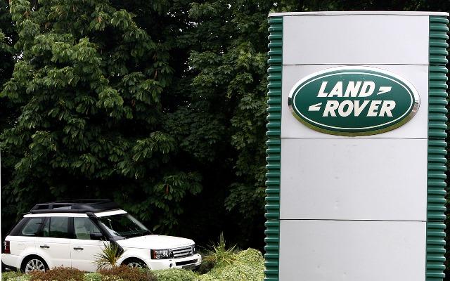 Na snímke logo spoločnosti Land Rover