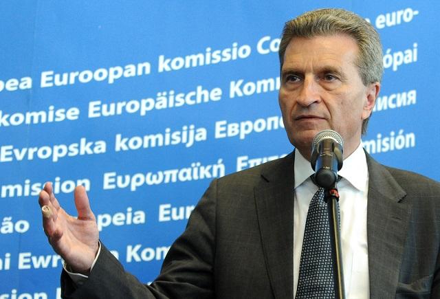 Na snímke komisár Európskej únie Günther Oettinger