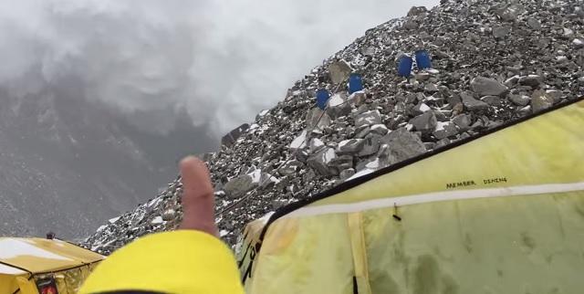 Pád lavíny